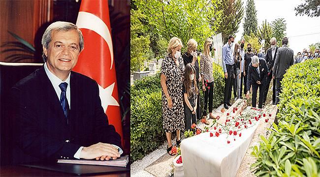 Ahmet Piriştina, ölümünün 17'nci yıl dönümünde mezarı başında anıldı
