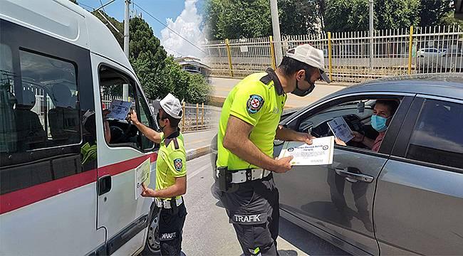 Torbalı'da yayalara yol veren sürücüler ödüllendirildi