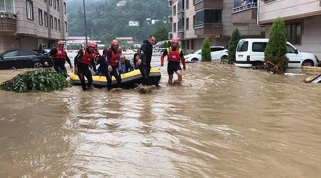 AKUT: Arhavi sel felaketinde 576 kişi ve 4 köpek tahliye edildi