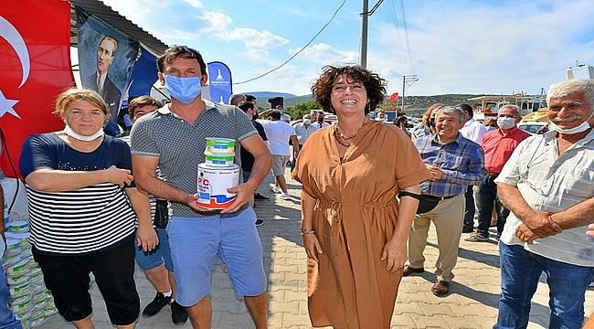 İzmirli balıkçılara boya ve macun desteği