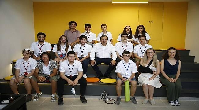 """Konak Belediye Başkanı Abdül Batur: """"Gençlere güvenim tam"""""""
