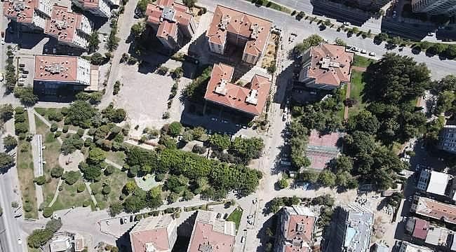 Büyükşehir, 30 Ekim İzmir depreminde zarar gören parkları yeniliyor