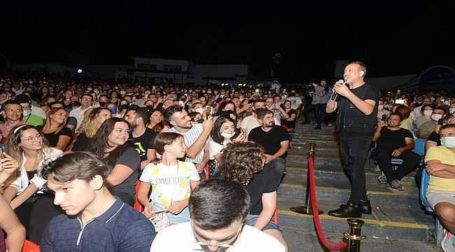 Haluk Levent, en sevilen şarkılarıyla Bursalıları mest etti