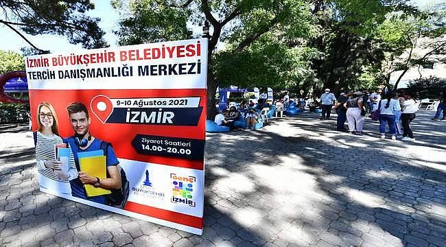 İzmir Büyükşehir Belediyesi tercih döneminde de gençlerin yanında