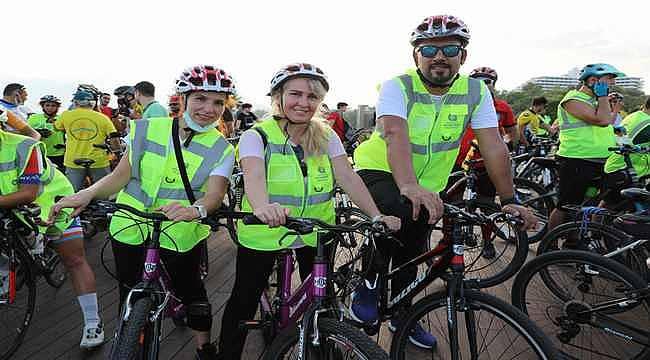 Antalyalı bisiklet severler sağlıklı bir yaşam için pedalladı
