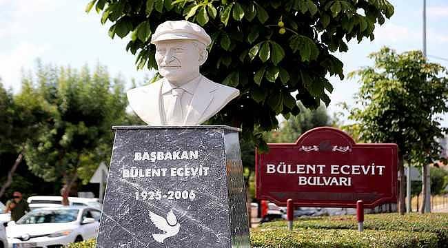 Bülent Ecevit'in büstü, Batıkent'te kendi isminin verildiği bulvara konuldu