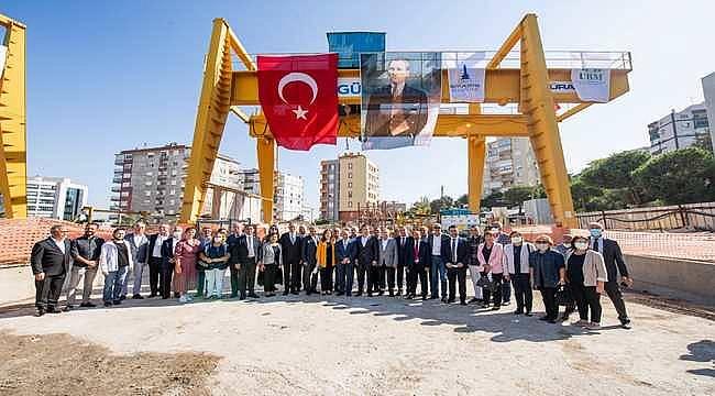 İzmir Büyükşehir Belediyesi'nin raylı sistem yatırımları son hızıyla sürüyor