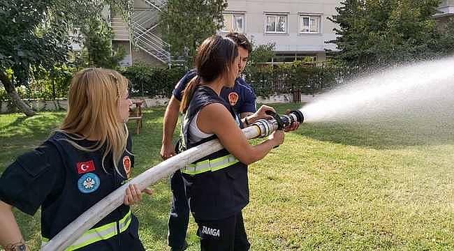 """Manisa Büyükşehir'in """"Gönüllü İtfaiyecilik"""" projesinde eğitimler devam ediyor"""