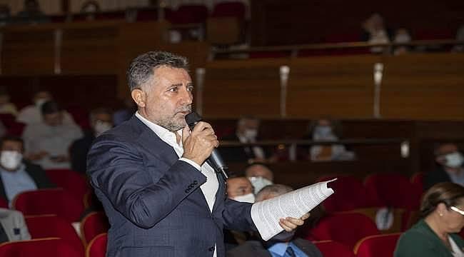 Bayraklı Belediye Başkanı Serdar Sandal depremzedelerin sesi oldu