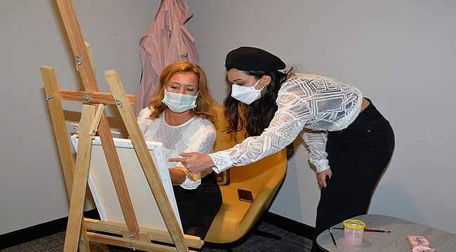 Sanatla ilgilenmenin meme kanseri tedavisindeki olumlu etkileri